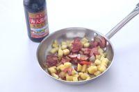 腊肉土豆焖饭的做法步骤3