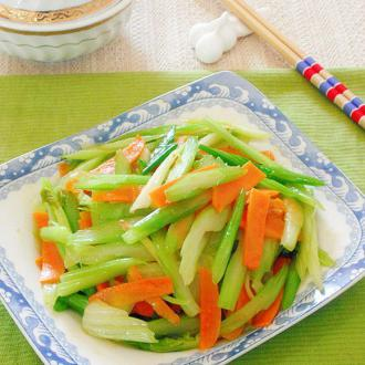 西芹炒胡萝卜