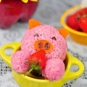 小猪吃草莓饭团