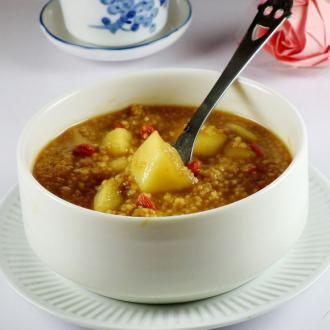 苹果枸杞红糖小米粥