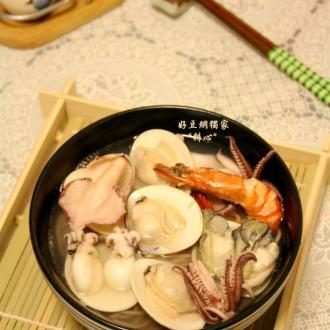 杂锦海鲜荞麦面