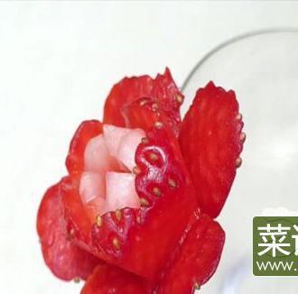 杯子装饰草莓花