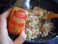 扬州炒饭的做法步骤11