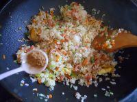 扬州炒饭的做法步骤12