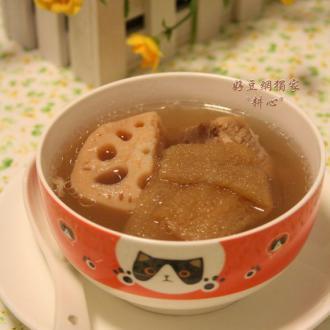 莲藕竹荪排骨汤