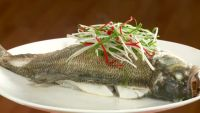 清蒸鲈鱼的做法步骤2