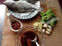 腐乳炖黄鱼的做法步骤2