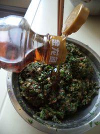 荠菜烫面小笼包的做法步骤5