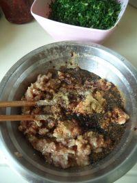 荠菜烫面小笼包的做法步骤3