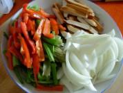 五花肉炒杂蔬的做法步骤2