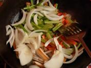 五花肉炒杂蔬的做法步骤5