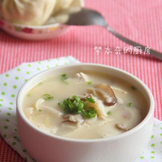 鱼头豆腐菌菇汤