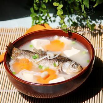 鲫鱼金针豆腐汤