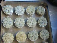 桂花红豆蓉月饼的做法步骤16