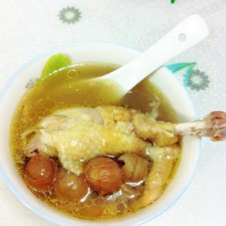 老鸡煲草花蛇汤