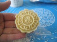 广式莲蓉蛋黄月饼的做法步骤16