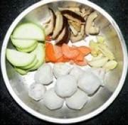 蔬菜丸子汤的做法步骤1