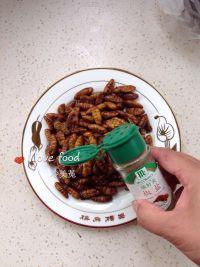 椒盐蚕蛹的做法步骤5