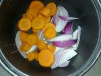 洋葱胡萝卜烧排骨的做法步骤1