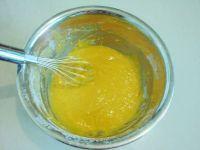 蛋黄果戚风蛋糕的做法步骤9