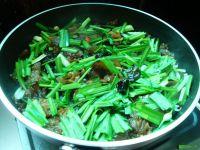苤菜叶炒木耳的做法步骤8
