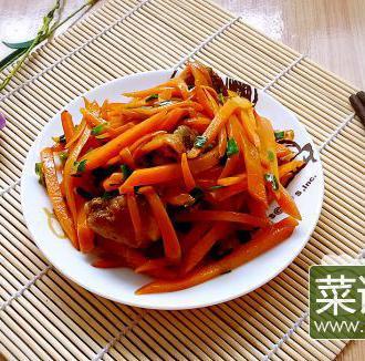 胡萝卜丝炒酱排骨