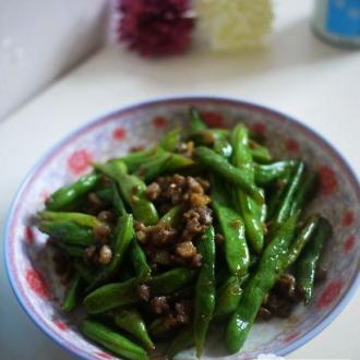 腊肉丁炒刀豆