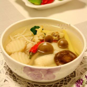 杂菌海鲜冬荫汤