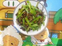 青辣椒炒蚕蛹的做法步骤8