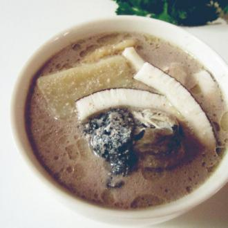淮山椰汁煲鸡汤