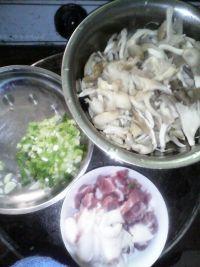 平菇盖浇饭的做法步骤1