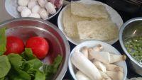 口蘑锅巴汤的做法步骤1