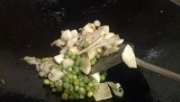 口蘑锅巴汤的做法步骤6
