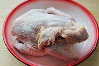 芋艿酒酿炖鸡的做法步骤1