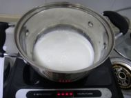 冰糖牛奶炖香蕉的做法步骤3