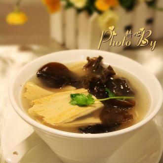 木耳腐竹鱼汤