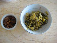 酸菜牛肉酱拌面的做法步骤2