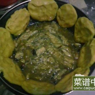 小鱼烀饼子