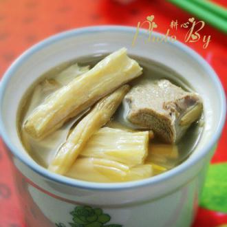 金针菜腐竹排骨汤