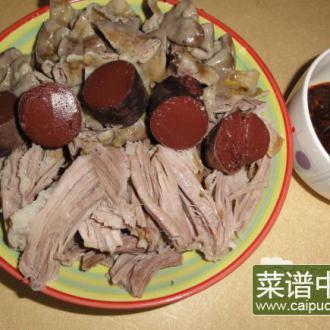猪苦肠肘子肉蘸蒜泥