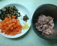 香菇肉酱拌面的做法步骤2