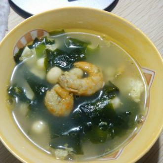 海米螺旋藻鸡头米蛋汤
