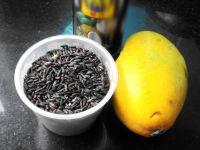 黑糯米芒果糖水的做法步骤1