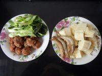 肉丸子炖冻豆腐的做法步骤1