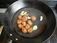 肉丸子炖冻豆腐的做法步骤3