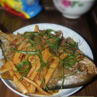 笋丝烧金鲳鱼
