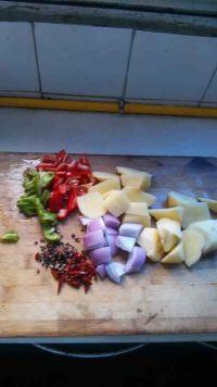 鸡肉土豆炖粉皮的做法步骤4