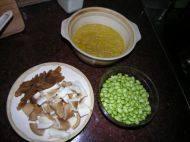 猪肚菇毛豆煲的做法步骤1