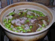 猪肚菇毛豆煲的做法步骤4