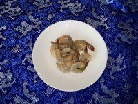 金汤凤尾虾的做法步骤4